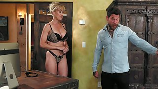 Surprising all lubed curvaceous MILF Brandi Exalt gets poked doggy during massage