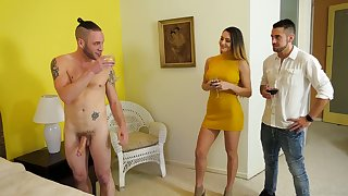 Swanky babe Ella Reese and her bisexual boyfriend fellow-feeling a amour one handsome baffle