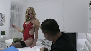 Lecherous blond bitch Helena Valentine is fucked in her wet slit