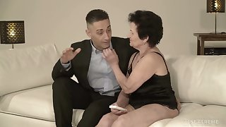 Old nextdoor woman Lisbeth gives her head and takes dick hither elderly snatch
